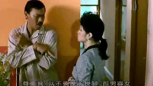 中国好室友 男子正在睡觉 室友帮他泡妞还给送进房间