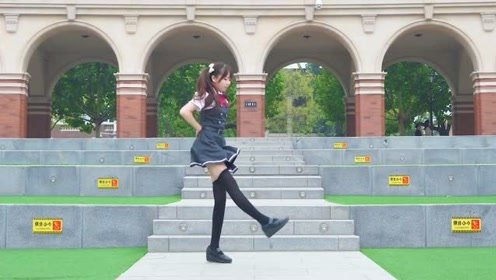 细腿美女校园秀舞技,这么完美的身材,小姐姐哪个学校的呀