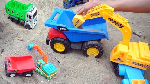 儿童玩具工程车视频,翻斗车挖掘机合力装泥沙