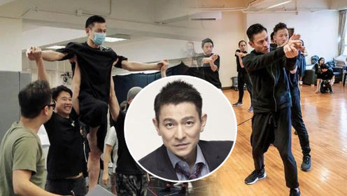57岁刘德华演唱会彩排照 瘦到脱相让人心疼