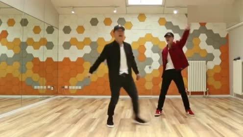 没想到黄渤跳舞这么好_舞技不输旁边的张艺兴!