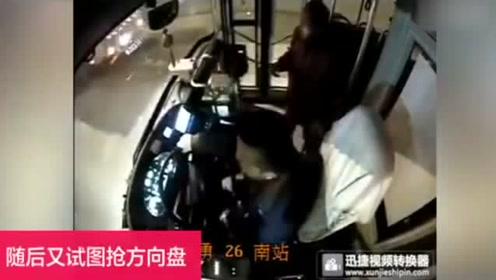 贵阳一乘客坐公交睡过站 竟用头撞驾驶员
