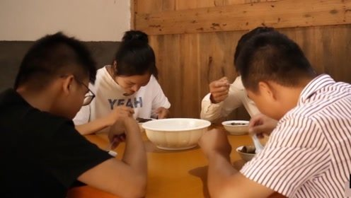 福建小伙秘制中药土鸡汤,这味道太棒了,4个人吃一锅都不够