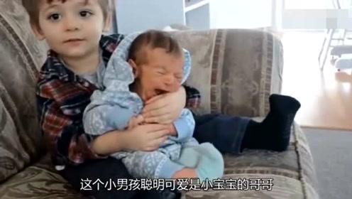 宝宝号啕大哭贴心哥哥亲吻了一下 宝宝竟然不哭了