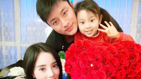 李小璐带女儿逛奢侈品被偶遇仍不见贾乃亮网友夸赞甜馨太可爱