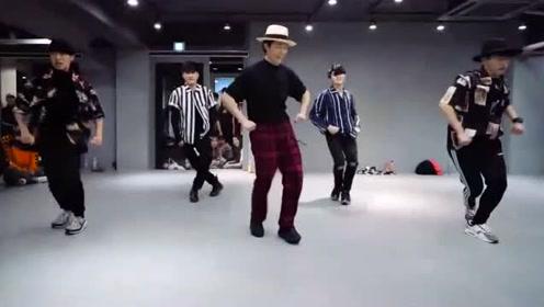 骚气十足的《Uptown Funk》舞步教学,让你和火星哥一样骚