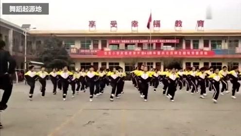 别人家校长,实在厉害,带领全校跳鬼步舞,边唱边跳嗨的不行!