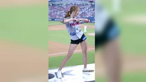 看球还得是去现场,不会错过如此女神般的长腿啦啦队舞蹈