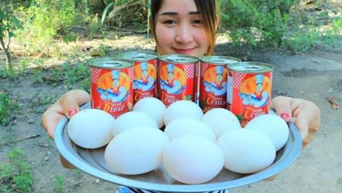 柬埔寨农村巧妇,拿来沙丁鱼罐头,鸡蛋,胡萝卜,看看她是什么吃法