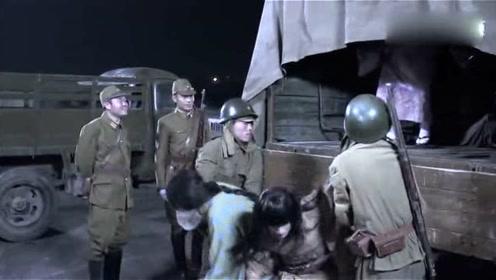 来一车漂亮姑娘,鬼子迫不及待的排好队,不料一进军营全变汉子!
