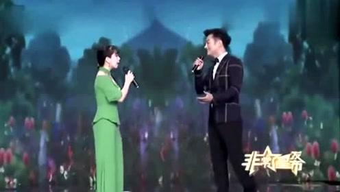 帅哥给美女献唱情歌,画面太美妙了,特别好听