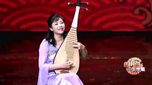 """""""十二乐坊""""的姑娘们现场用琵琶演奏一首《猪八戒背媳妇》,众人乐了!"""