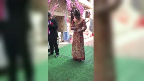 小夫妻这是怎么了,结婚只是仪式吗,这是两个家庭的命运呀!