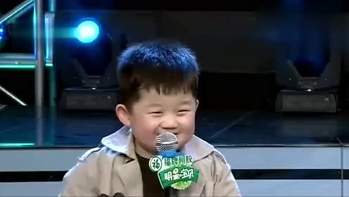 张峻豪跟小哥哥玩撕名牌,场面十分激烈,结果有点出乎意料