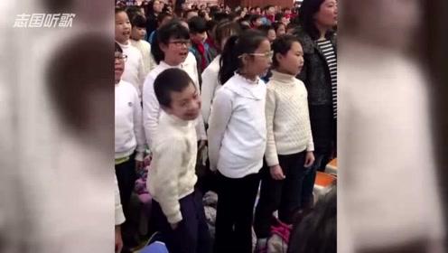 灵魂表演者!小伙子唱歌表情太到位,成为全场焦点!