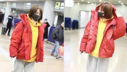 吴昕黄色俏皮短发现身机场 番茄炒蛋穿搭引人瞩目