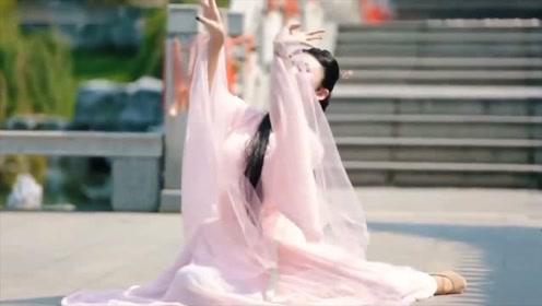 气质美女演绎动人古风舞《知否知否》优美的舞姿,韵味十足!