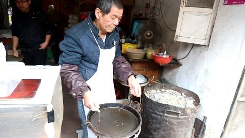 大叔巷子卖小吃40年,30斤镇店小铁锅,每天卖200锅,邻居羡慕死