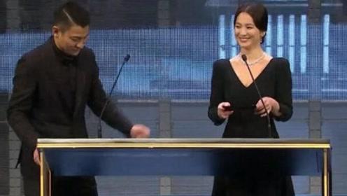宋慧乔出席金像奖与刘德华同框,华仔用韩语念影片名
