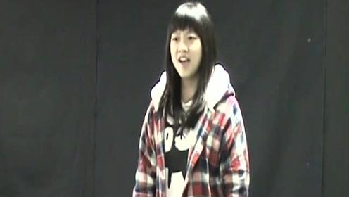原来冯提莫高中时就这么会唱,海豚音不输张靓颖,长相却判若两人!