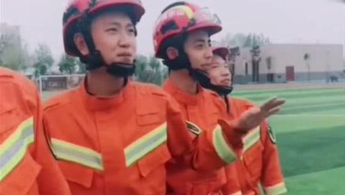 消防员,火场上他们是无畏的战士,谁知道课余时间他们竟然这么逗