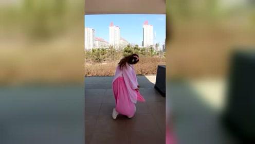 武威美女跳了一段丽人行火了