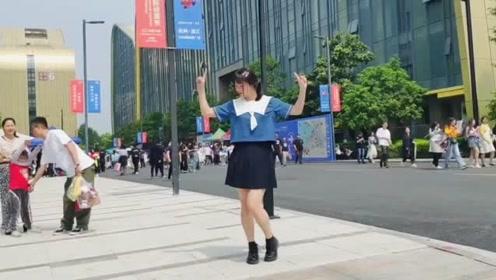130斤小姐姐街头热舞《创造营2019》主题曲,满满正能量!