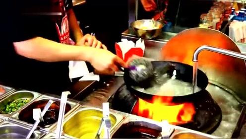 纽约的炒面师傅果然不一般,好不好吃不知道,洗锅技术绝对一流!