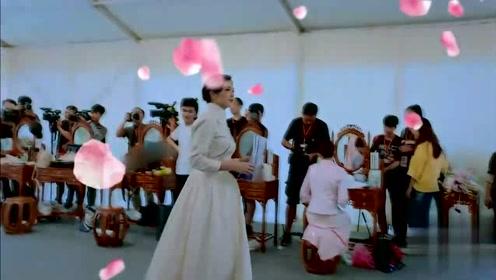关之琳现场再现十三姨形象,蒋欣饰演黄飞鸿猝不及防