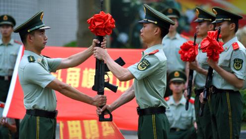 震撼人心!实拍武警模范中队延续了56年的迎新仪式