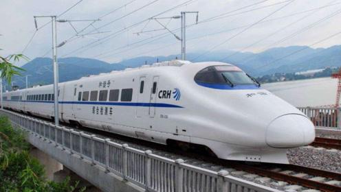 印度小伙来中国,感叹高铁太先进, 印度20年都赶不上
