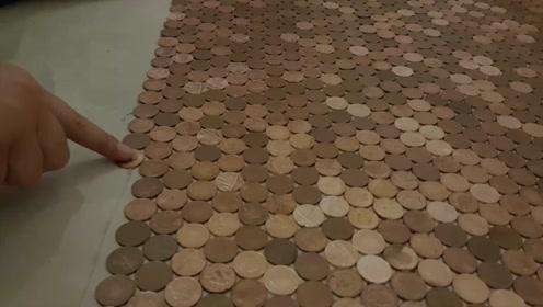 小伙为省钱,用70000枚硬币铺地板,竟成当地网红理发店!