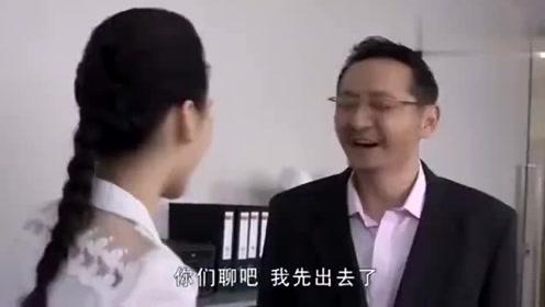 老色鬼�:(c_谎言背后,老色鬼看上老总秘书,不料他前脚刚走,两人就抱上了