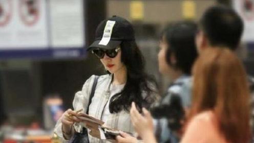 刘亦菲终于开窍大红唇配大波浪 31岁女人最美的样子