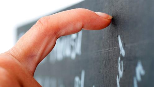 人们很讨厌用手指甲刮黑板发出来的声音,这是怎么一回事呢?