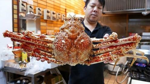 巨型大雪蟹,日本人是怎么吃的?洗净蒸熟再放火上烤,芳香四溢!