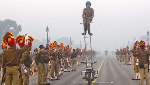 印度怀疑中国阅兵是P的,看完印度阅兵,网友:太魔性了!