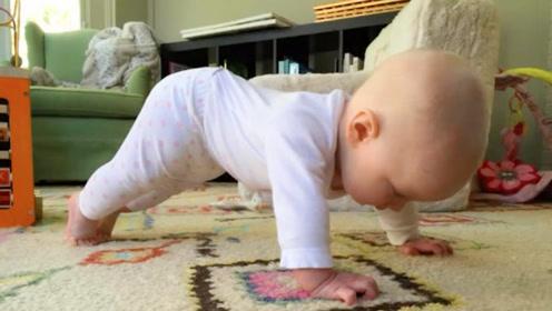 妈妈和1岁宝宝一起健身,下一秒小娃的动作,爸妈都傻眼了