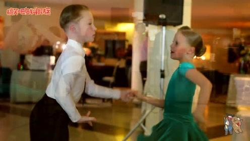 青梅竹马 8岁男孩牵手女神跳舞 看他一脸紧张的小表情