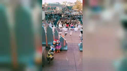 迪士尼台前幕后都是那么可爱欢乐