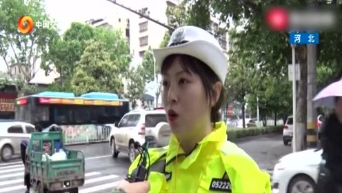 少年交警班与交警一起执法,让学生知道安全重要性!