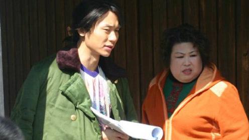 瓦工出身的她曾备受张艺谋赵本山赏识,今55岁仍旧跑龙套