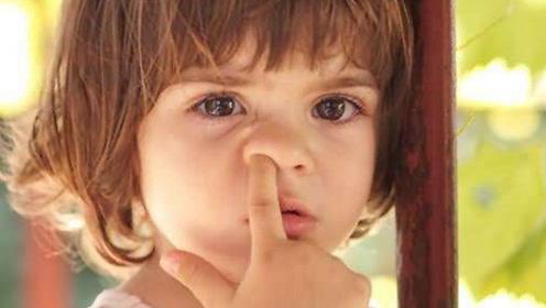 宝宝爱挖鼻孔影响颜值危害健康 宝妈应该怎么去纠正呢
