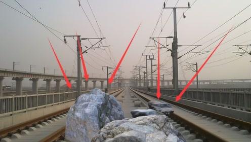 高铁行驶时前方,突然出现巨石怎么办?看完赞叹国家高铁技术真牛