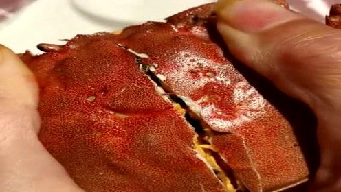 吃了这么多年的螃蟹,头一回遇到这种螃蟹!掰开的那一瞬间我懵了