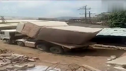 知道大货车如何卸巨石的吗?网友:我更想知道这块石头是干什么用