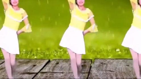 广场舞《雪季更想念你》,音乐动听,舞姿优美