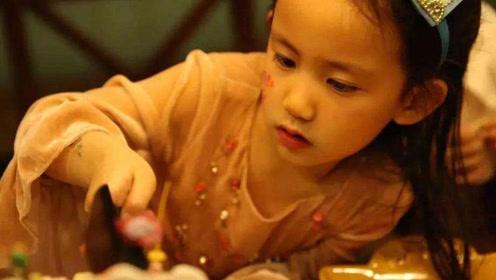 中国版允儿!黄磊小女儿偷涂妈妈口红,颜值比姐姐还惊艳!
