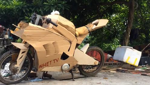 """小伙将自行车改成""""摩托车"""",和正常摩托并行,这模样也太搞笑了"""