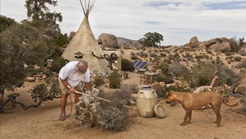 男子隐居沙漠不肯走,25年后被发现,进入洞口后所有人都傻眼了